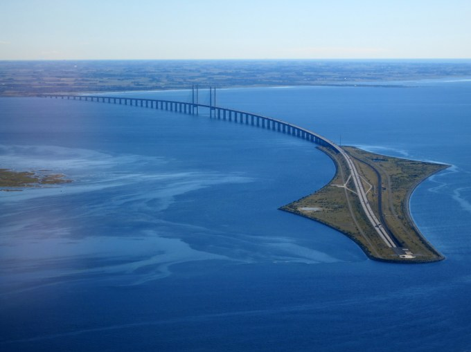 oresund_bridge_from_the_air_in_september_2015