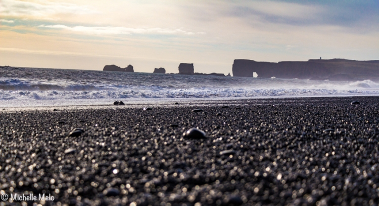 black-sand-beach-2-1-de-1